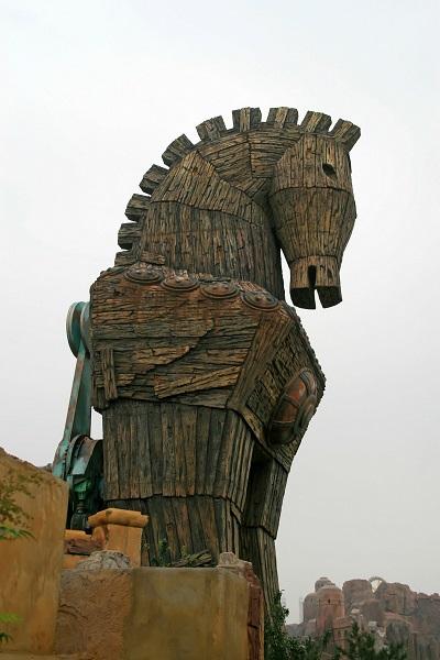 トロイの木馬を想わせる写真