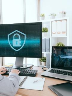 コンピュータ画面にセキュリティーのアイコン