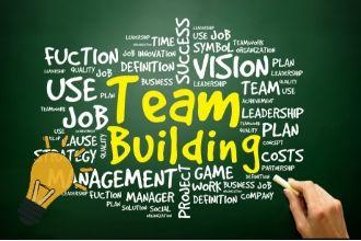 黒板にチームビルディングの概念