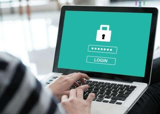 ノートパソコンの画面に表示されているログイン画面の写真