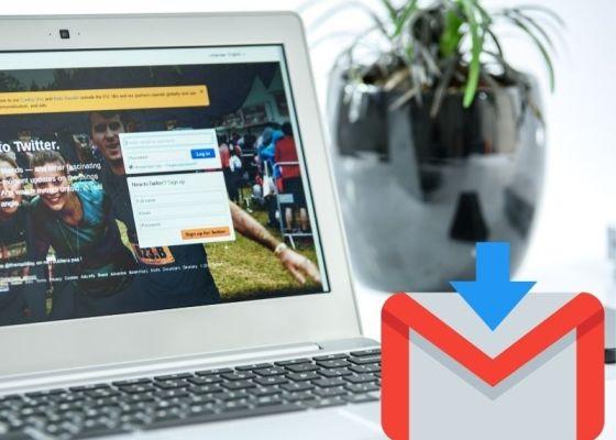 パソコンの写真にGmailのイラスト